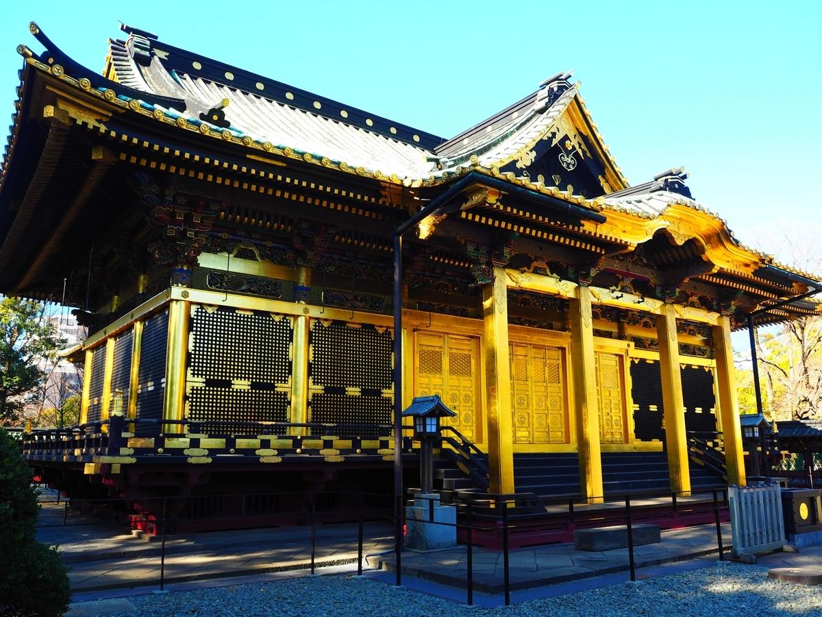 金色に輝く絢爛豪華な社殿