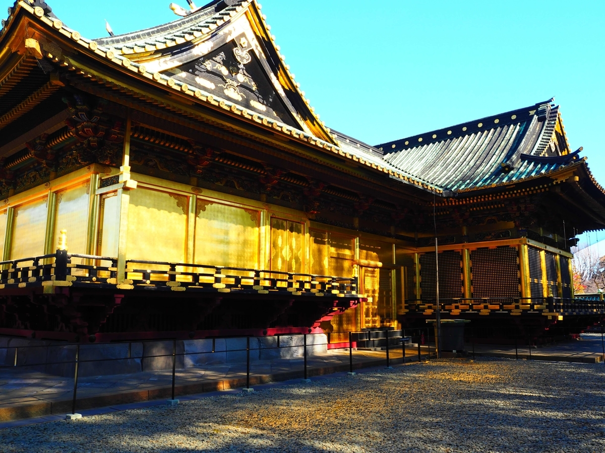 拝殿・幣殿・本殿の三室から構成された権現造りの社殿