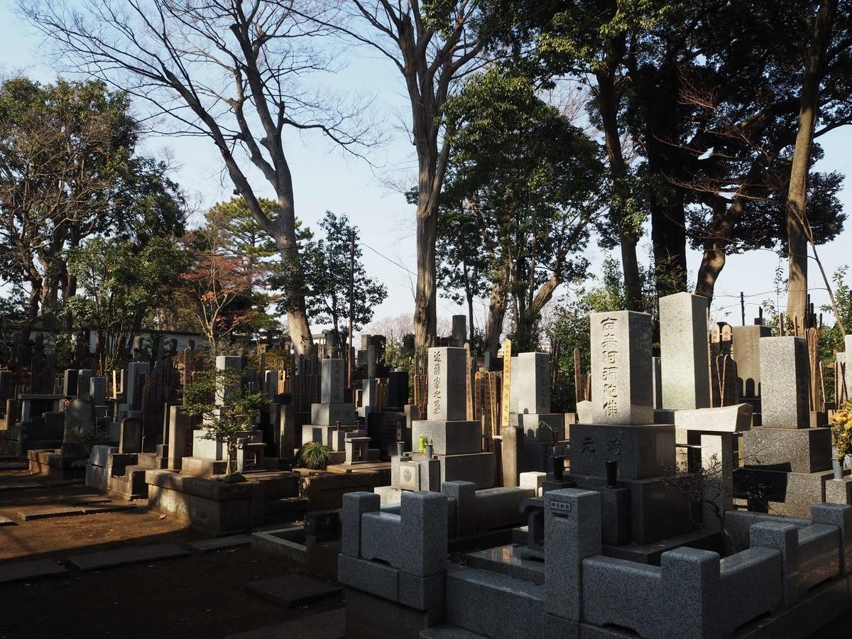 九品仏浄真寺の墓地