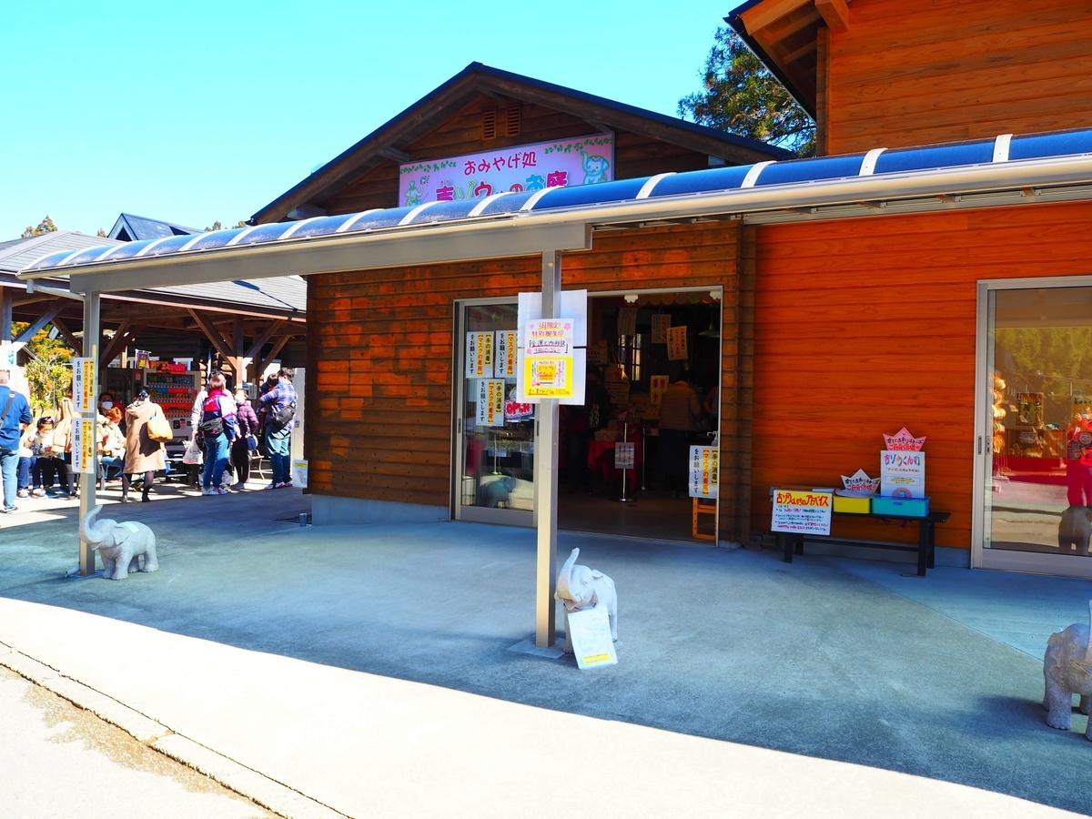 長福寿寺の御朱印所である本堂向かって左手のおみやげ処
