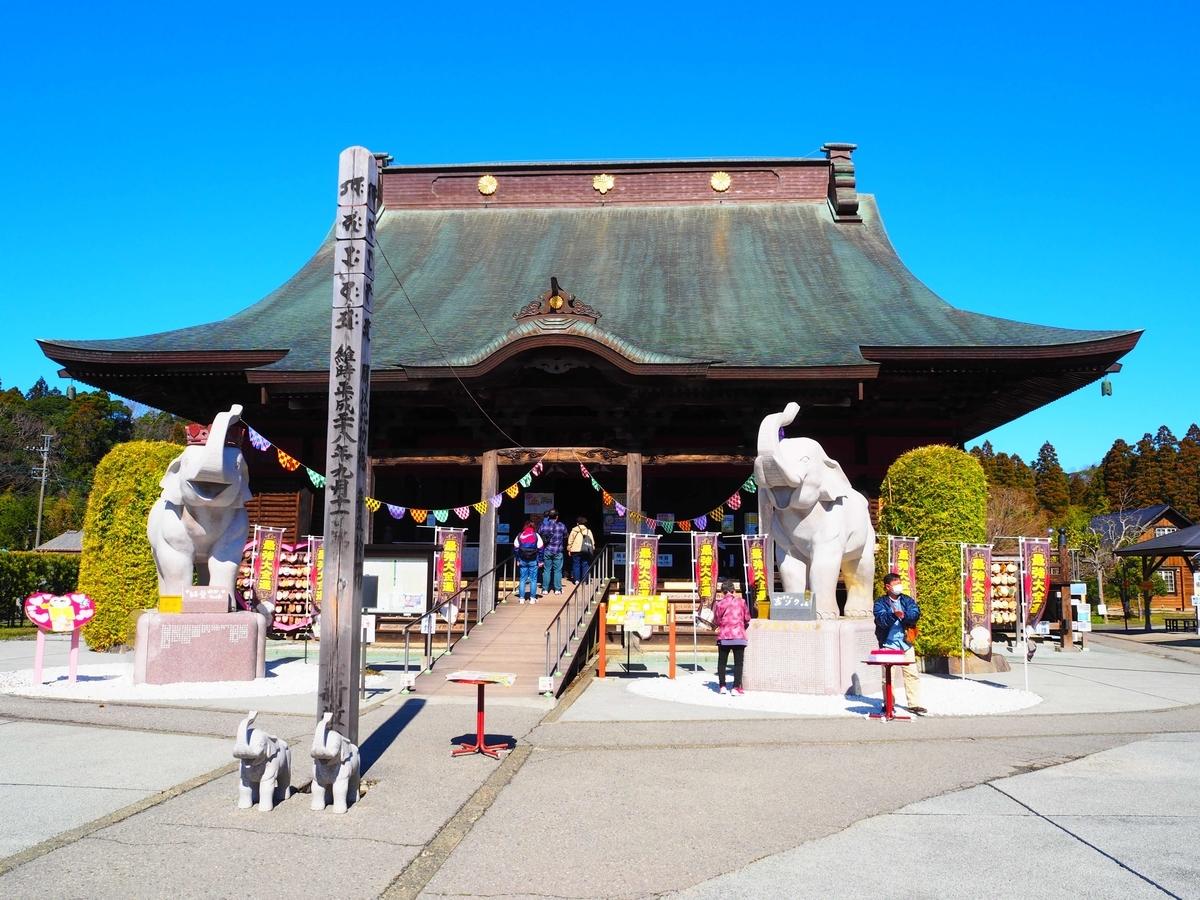長福寿寺の円覚寺舎利殿を思わせる本堂