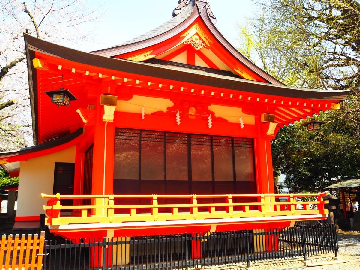 花園神社の神楽殿