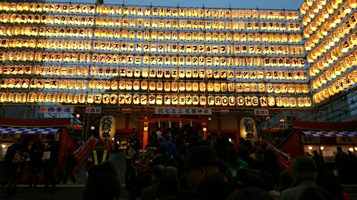約1000灯の奉納提灯