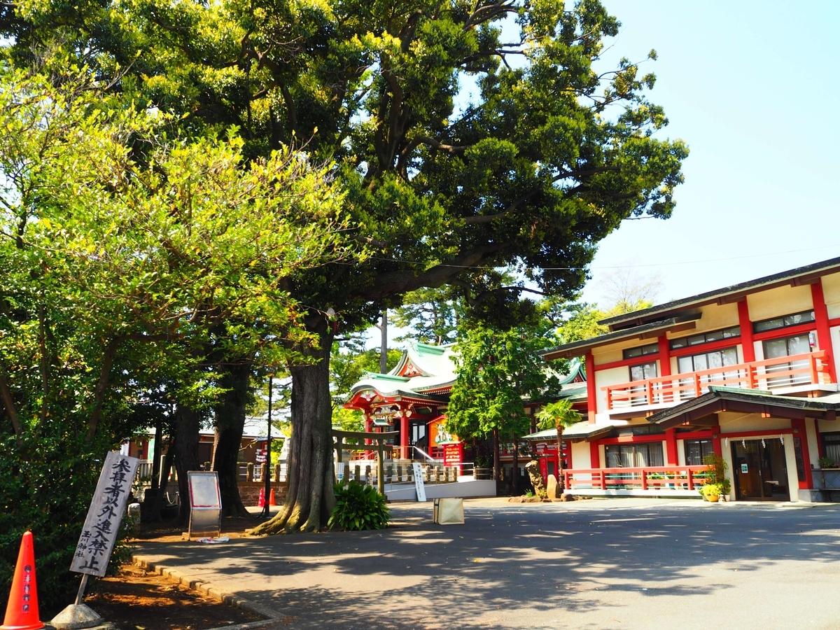 意外なほど広々とした瀬田玉川神社の境内