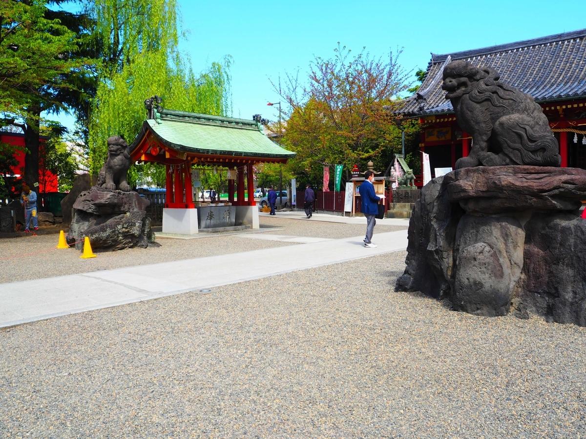 浅草神社のひっそりとした境内