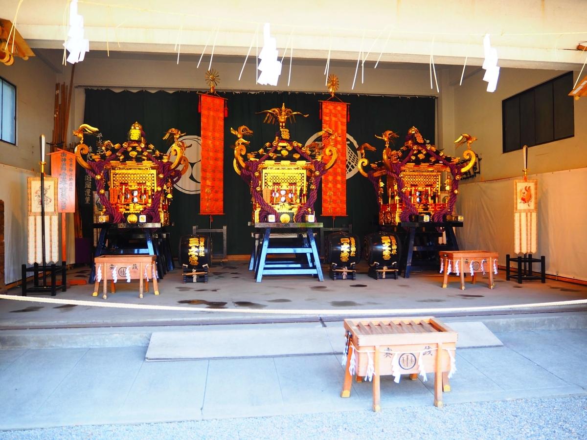 神輿庫に納められた3基の神輿