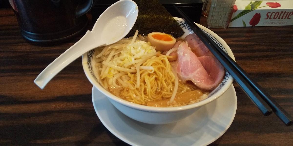 背脂醤油ラーメンの麺とスープ