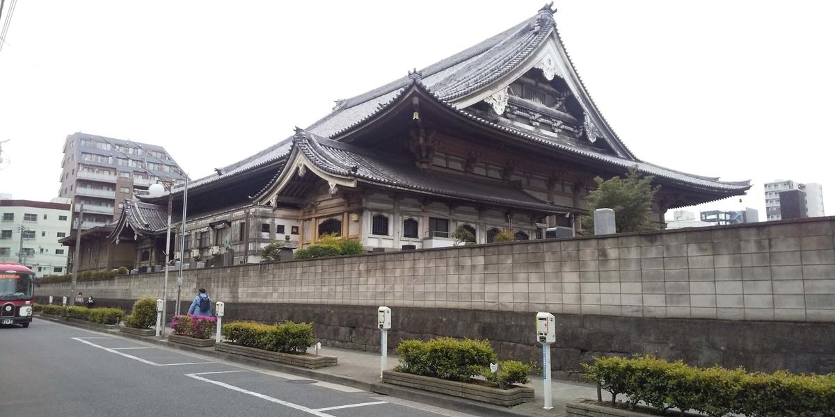 東本願寺の本堂裏側