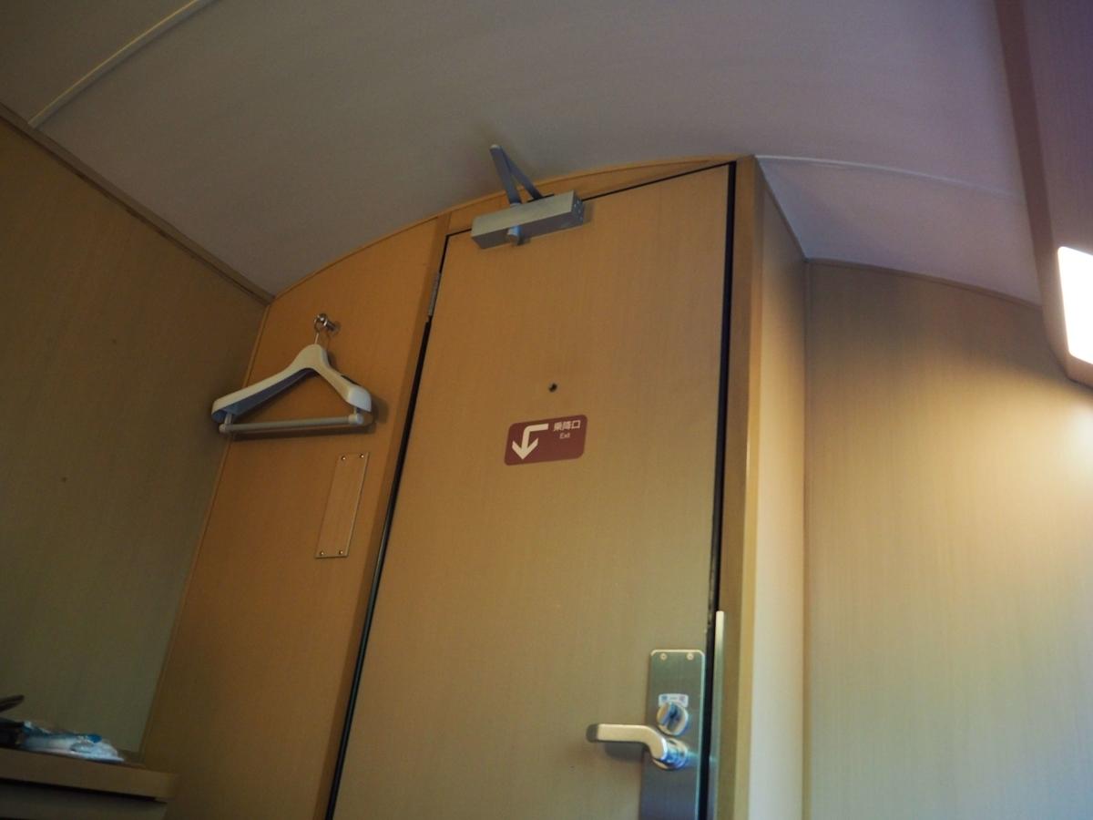 ドアスコープまで付いたドア