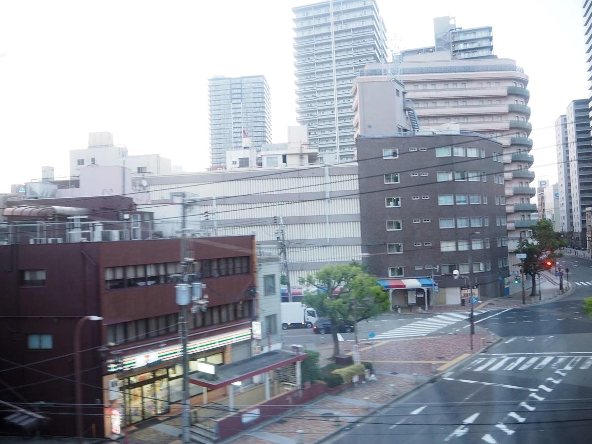 神戸の高層ビル群の車窓