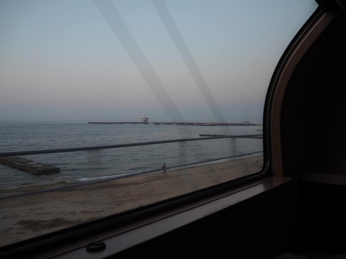 須磨の海岸線の車窓