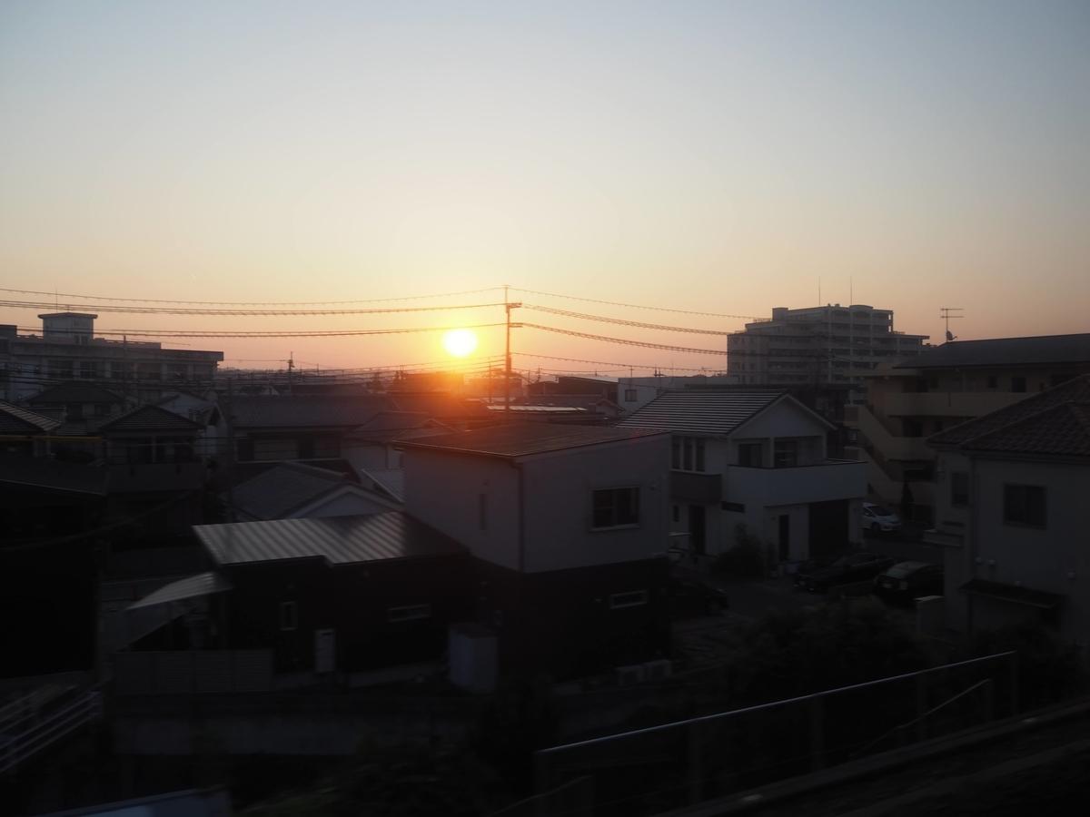 姫路付近で観た日の出の車窓