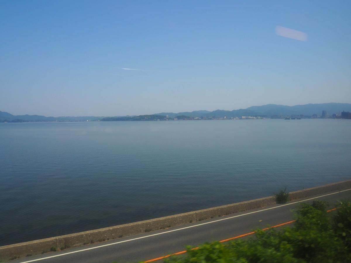 窓一杯に広がる宍道湖の景色