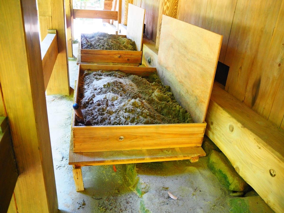 砂の入った木箱