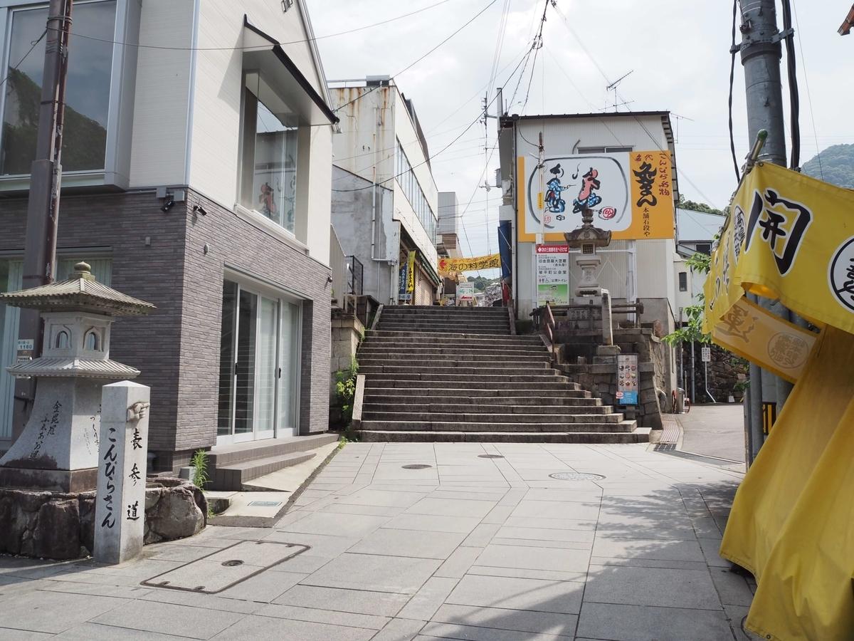 表参道の先に出現した階段