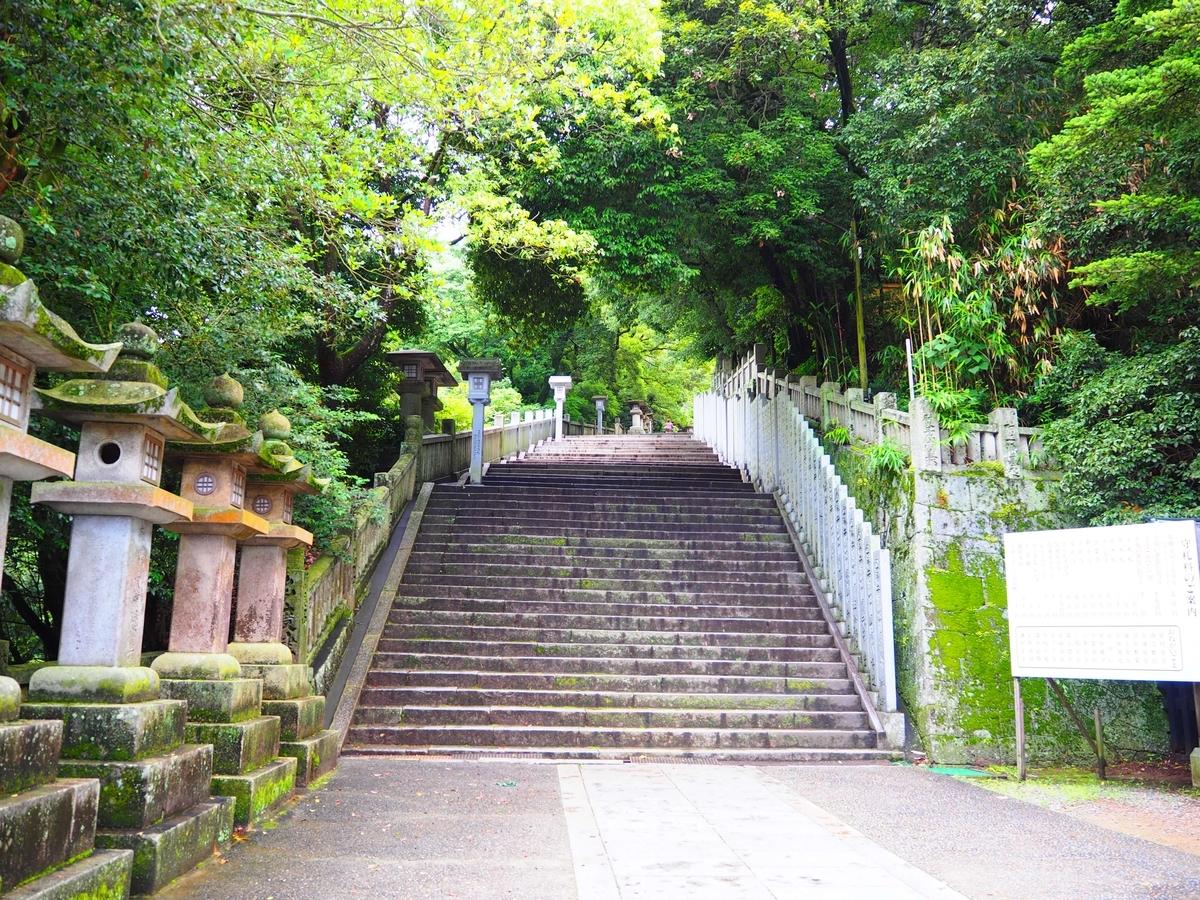 傾斜がきつくなった階段