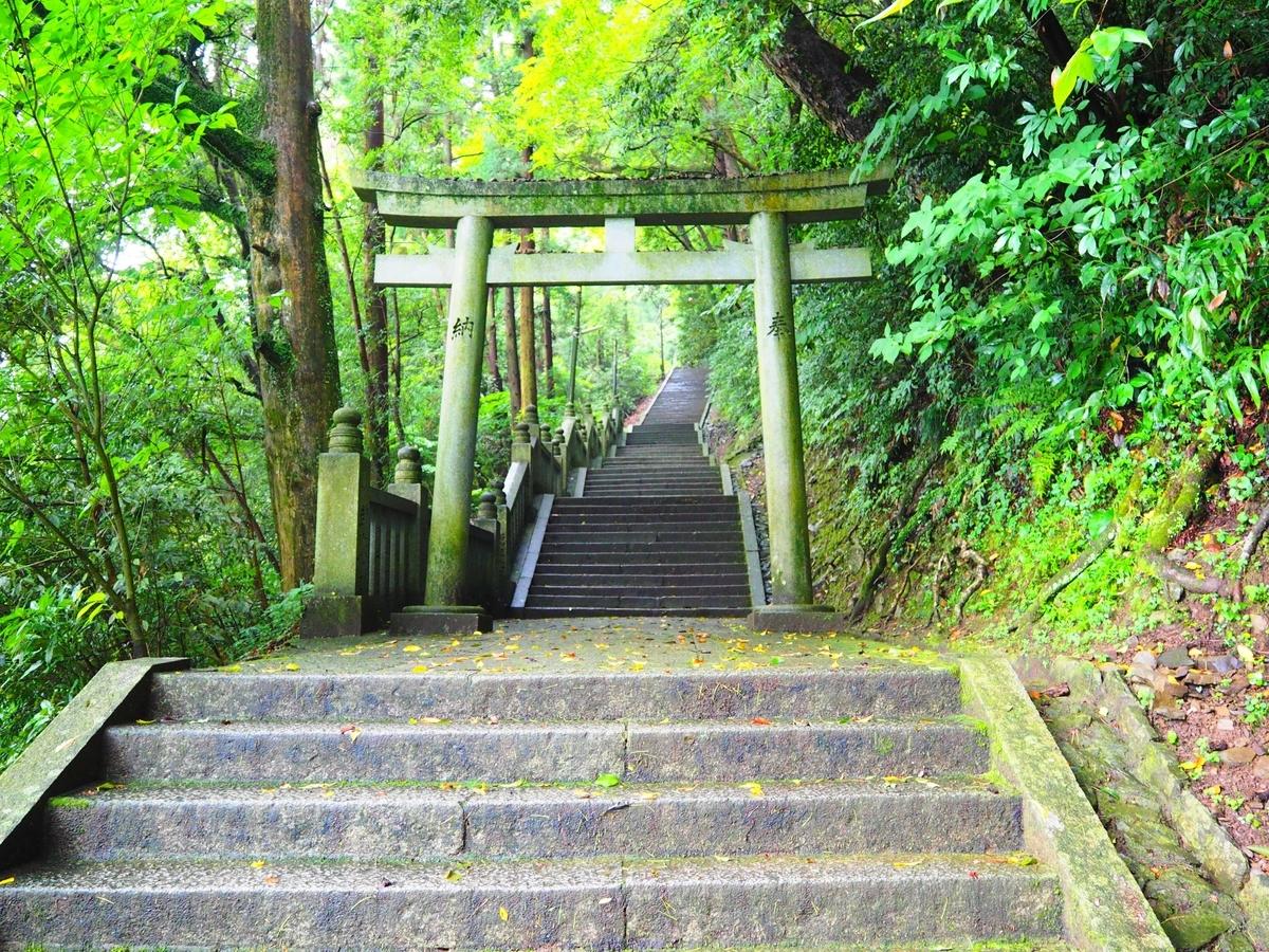 奥社へ続く階段