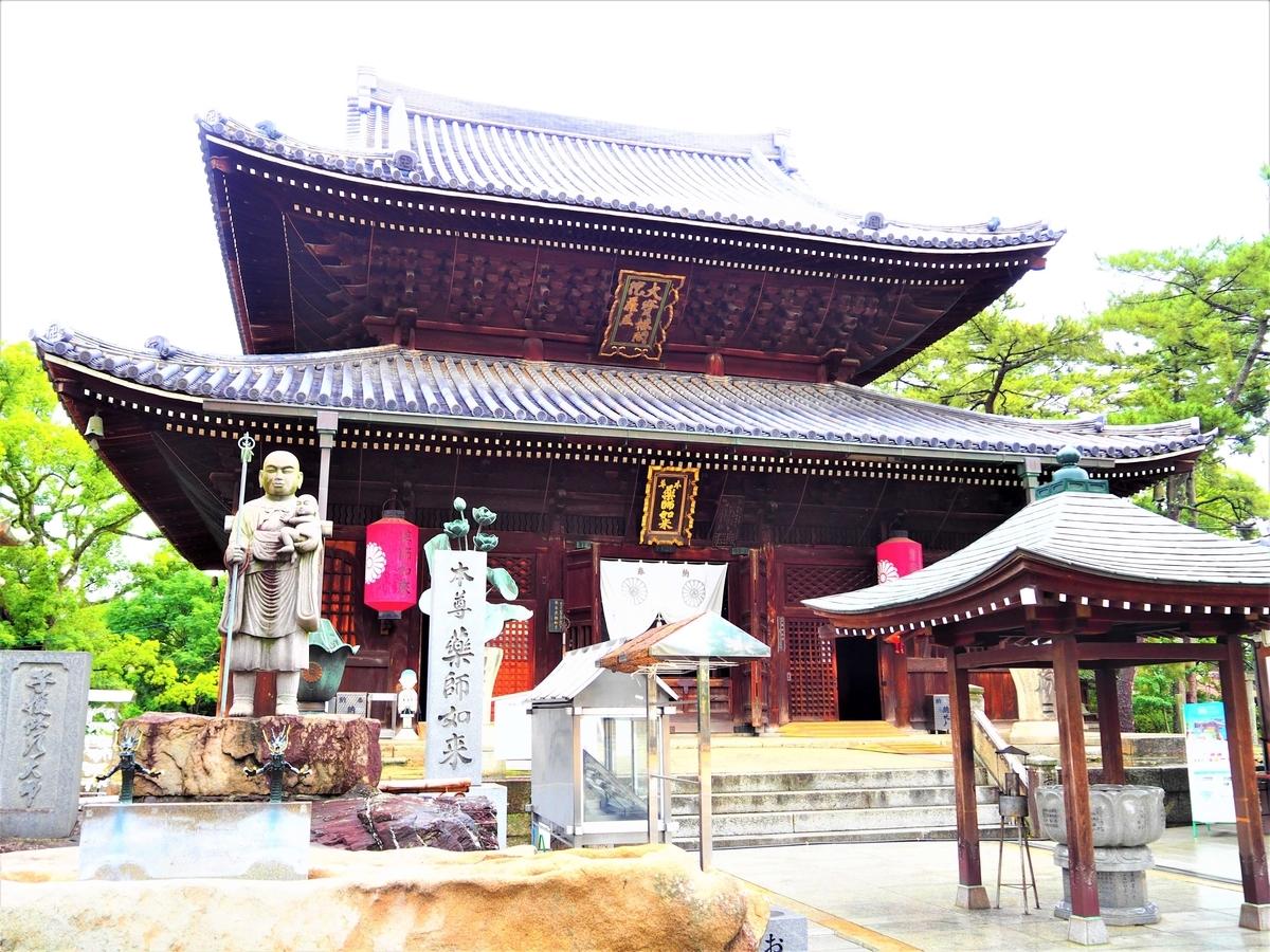 正面から見た善通寺の金堂