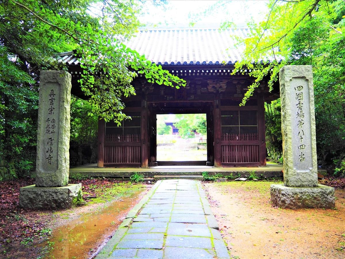 屋島寺の仁王門
