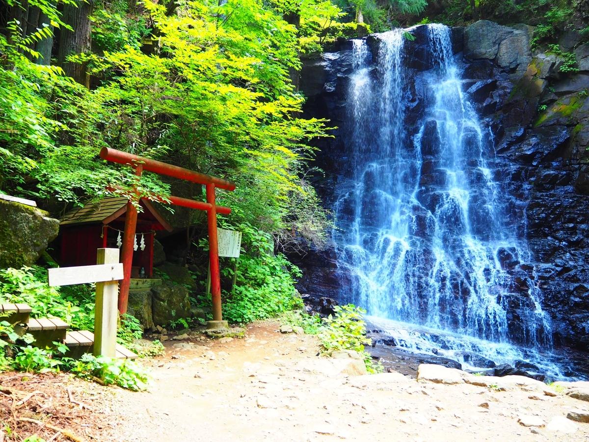 母の白滝と母の白滝神社