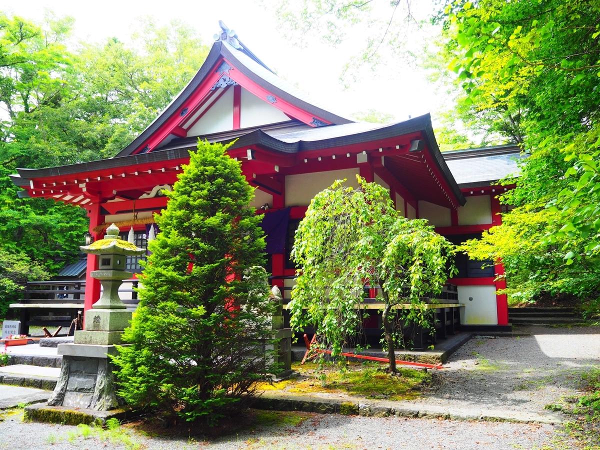 山中浅間神社の社殿