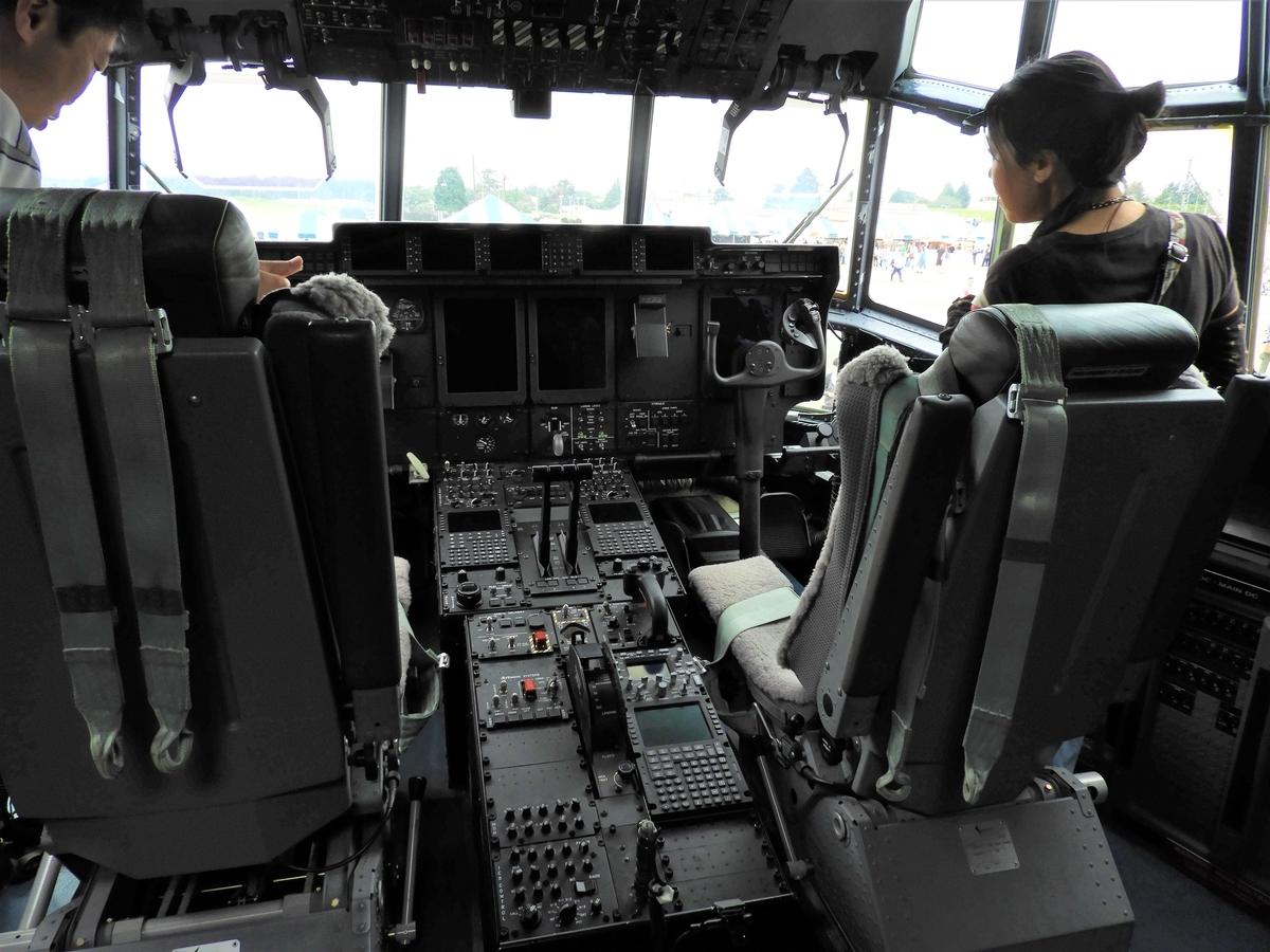 機長席と副操縦士の席