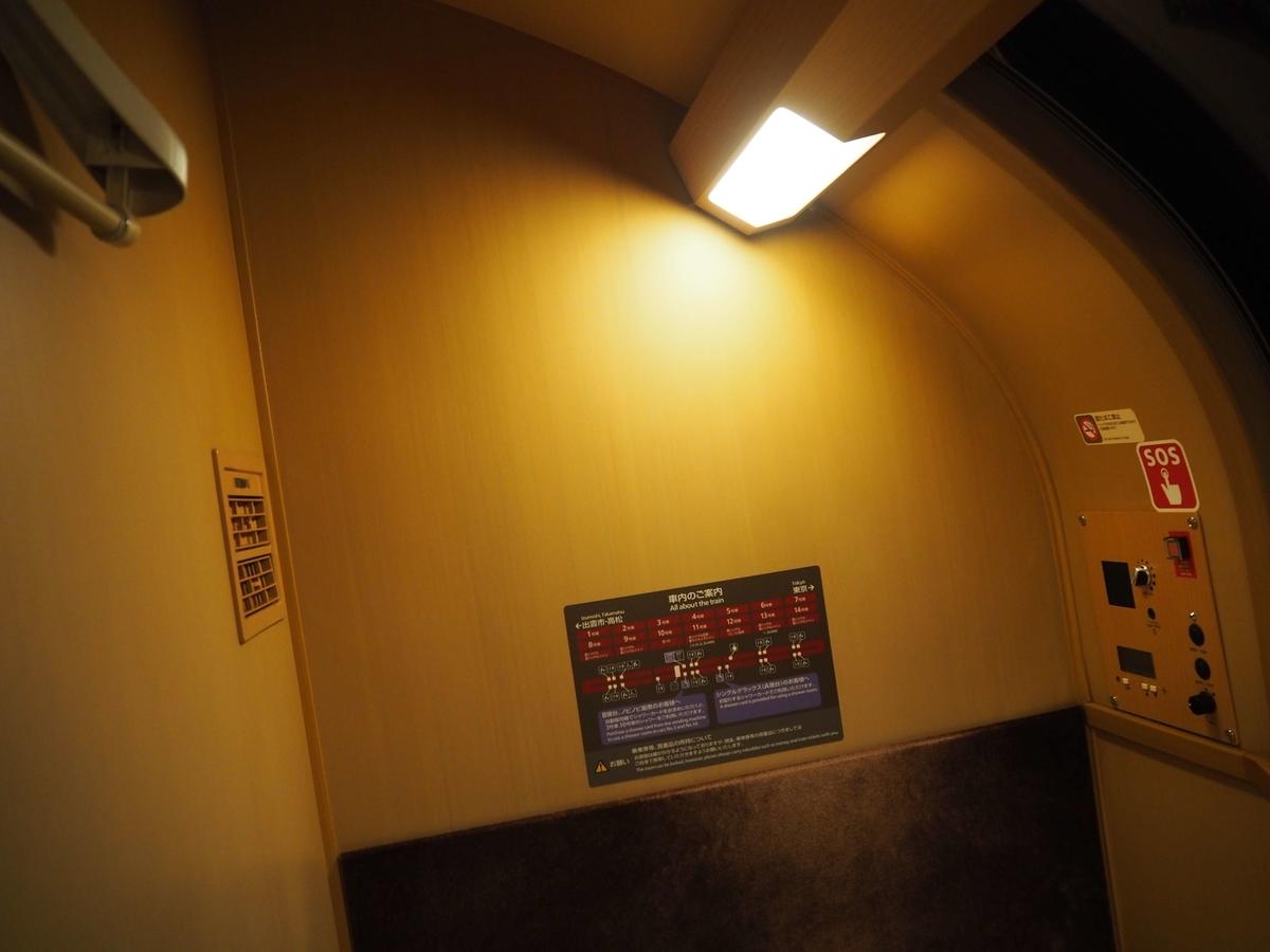 R状になっている2階席の天井