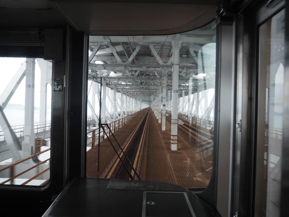マリンライナーの先頭から見た瀬戸大橋