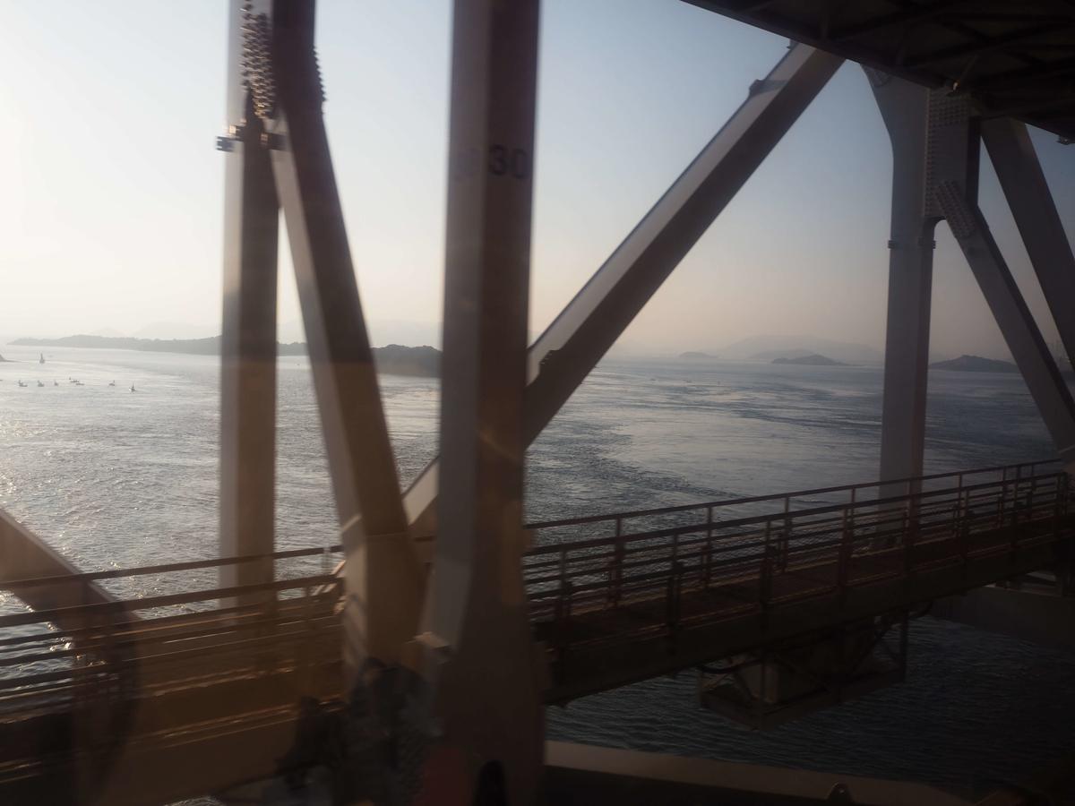朝の瀬戸内海の眺望