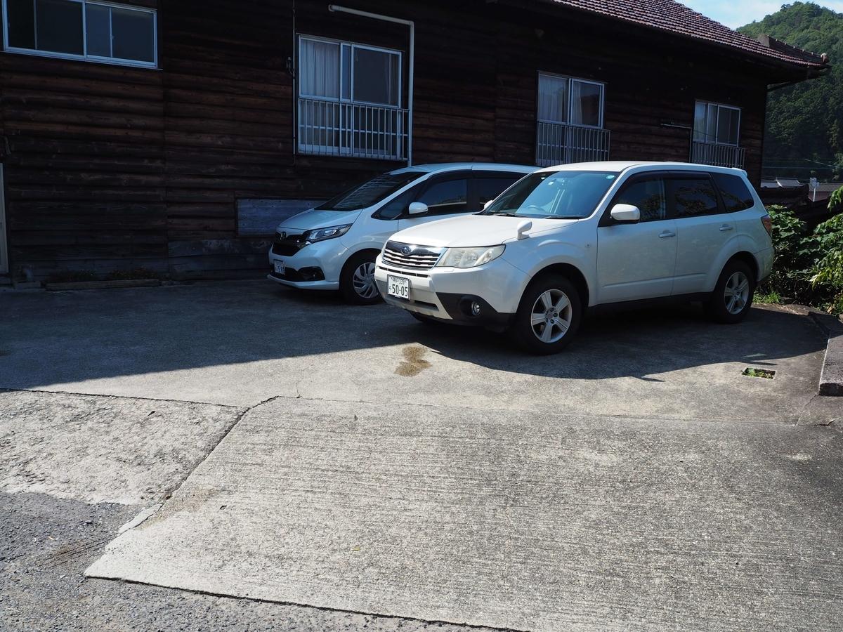 三嶋製麺所の駐車場