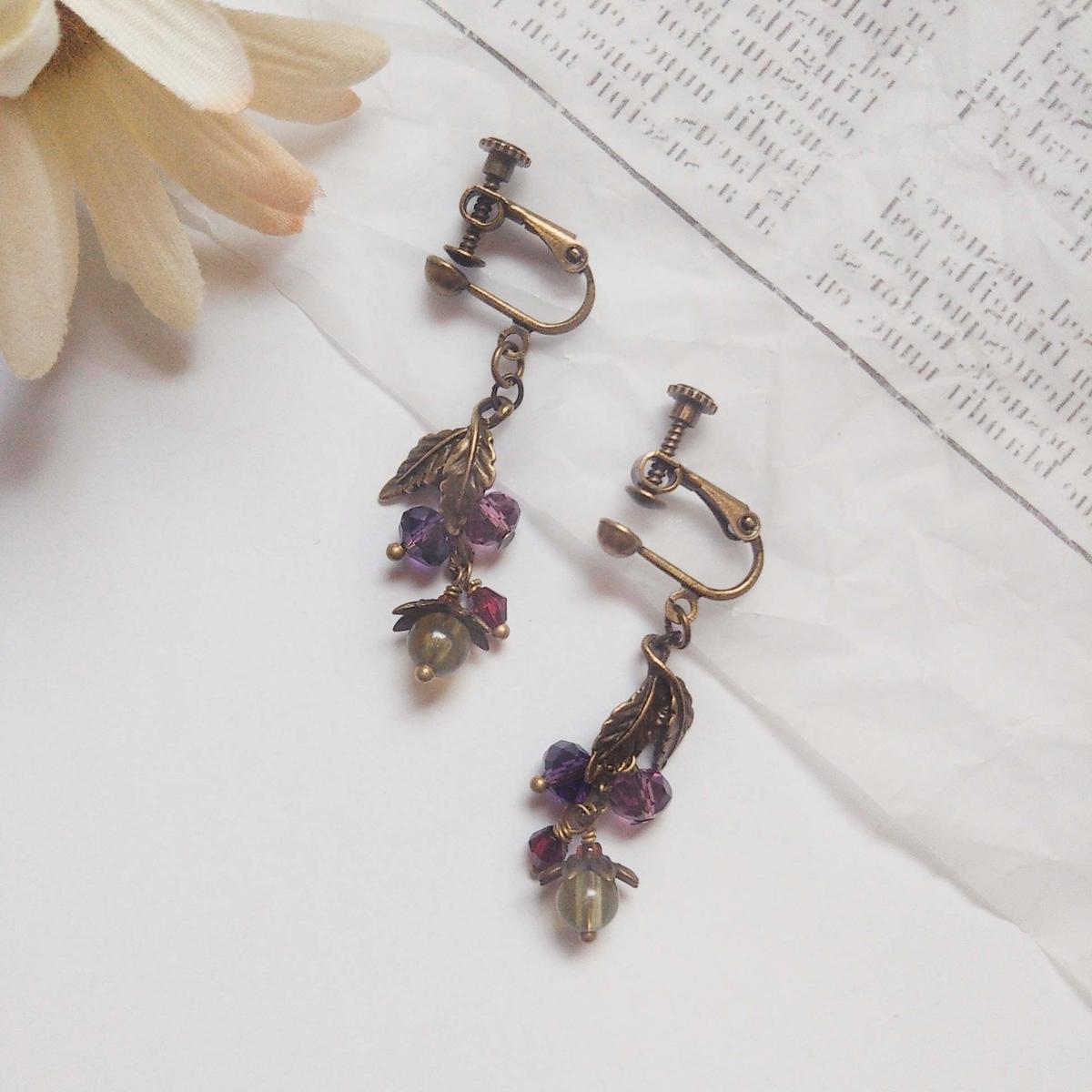 紫色木の実のアンティーク風イヤリング・ピアス