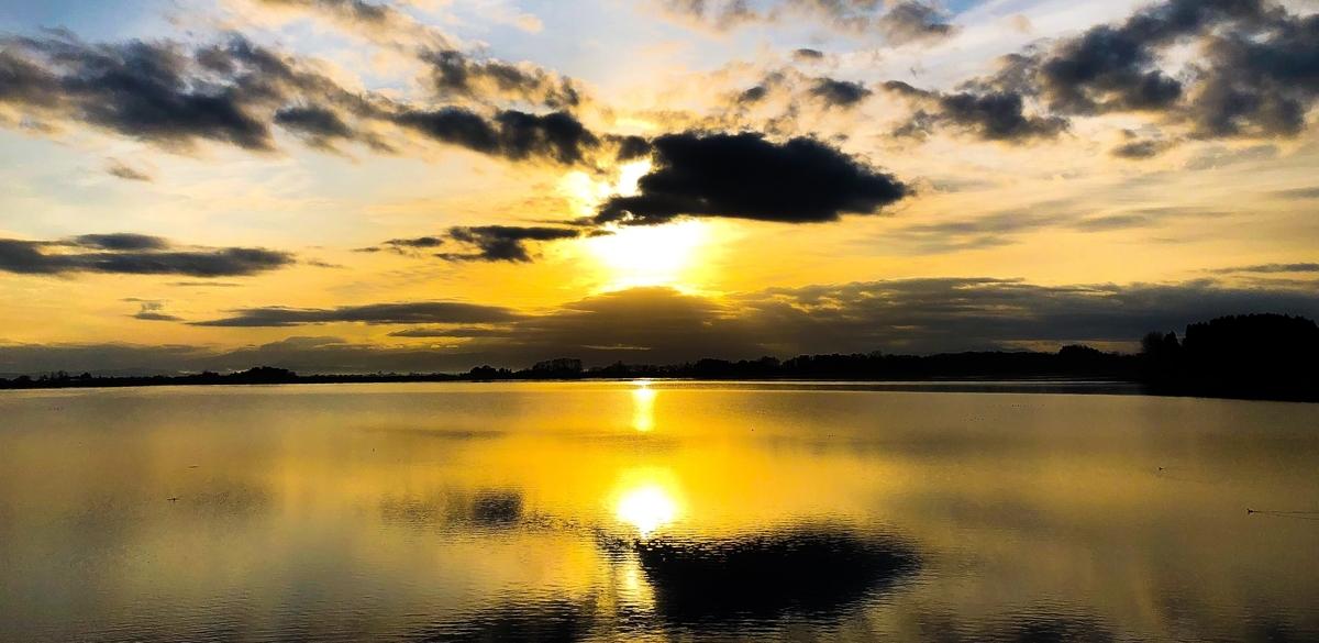 鶴の舞橋がある津軽富士見湖の日の出