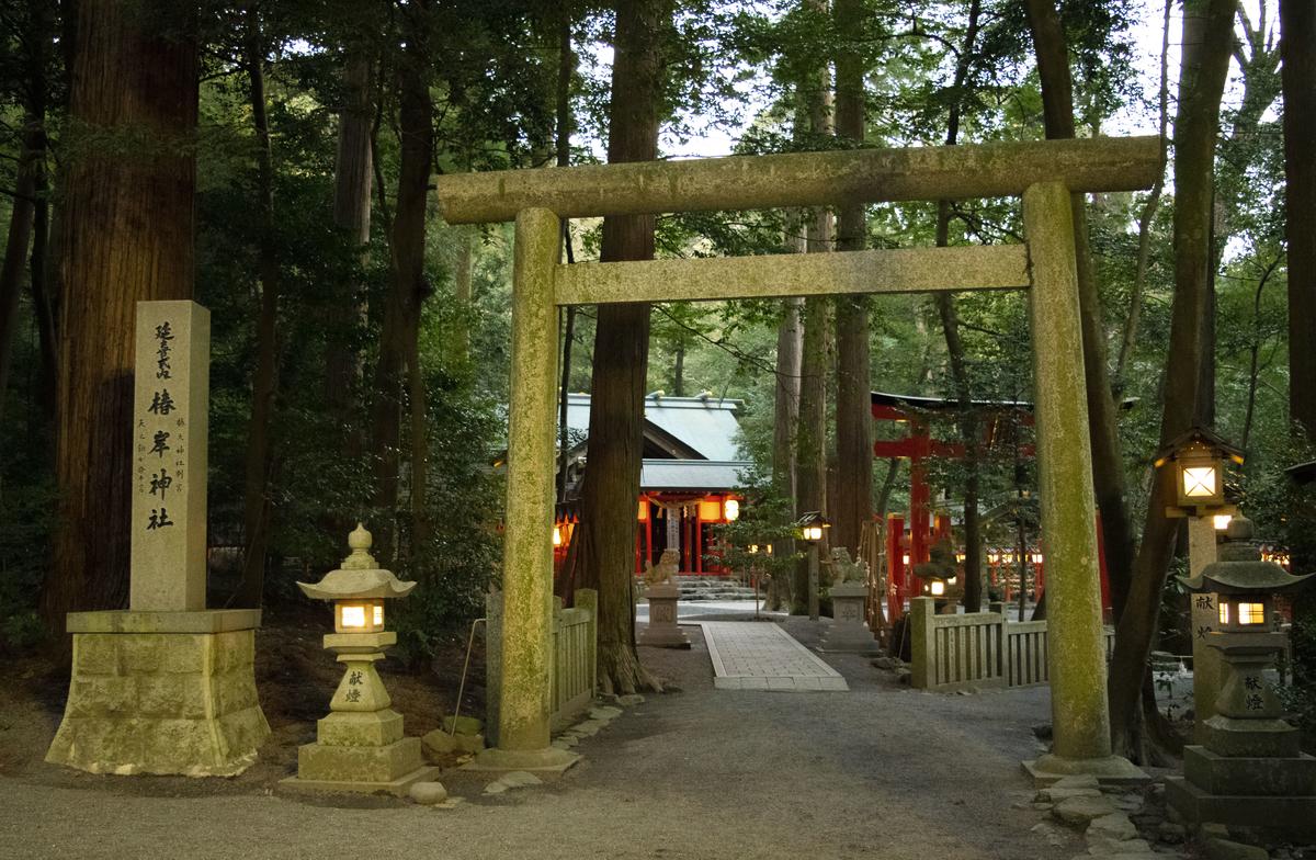 椿岸神社に入る鳥居
