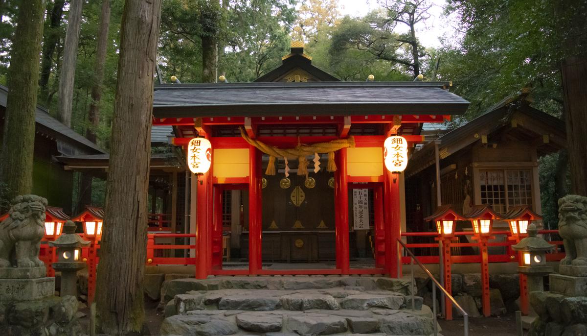 猿田彦大神の妻神・天之鈿女命を主神として祀る「椿岸神社」