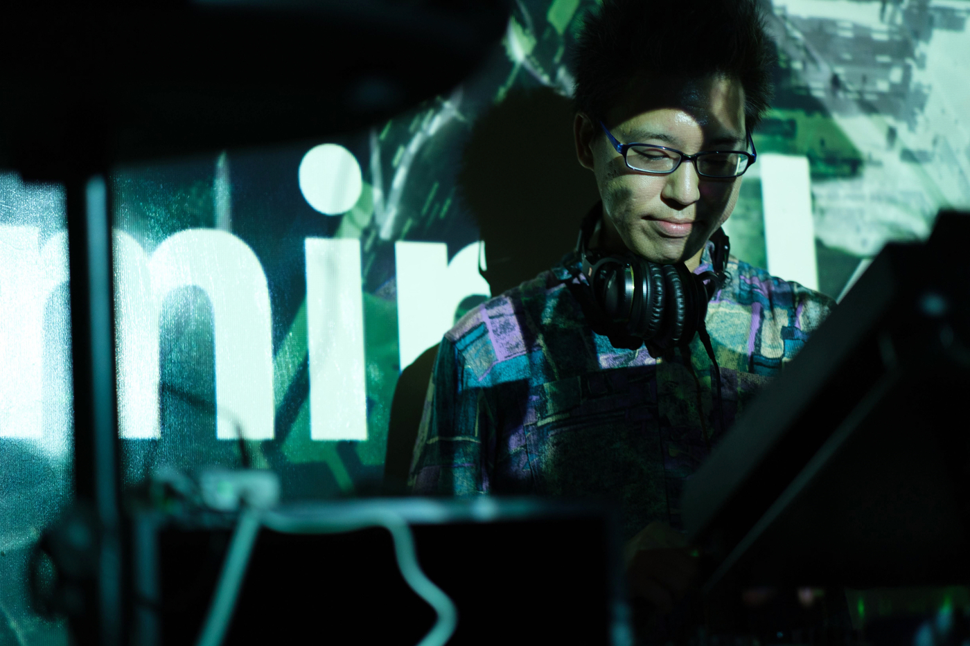 DJをする私です
