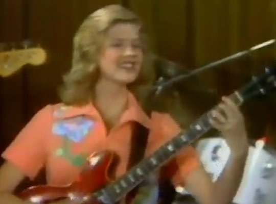 Wendy Holcombe (1977) plays Freight Train