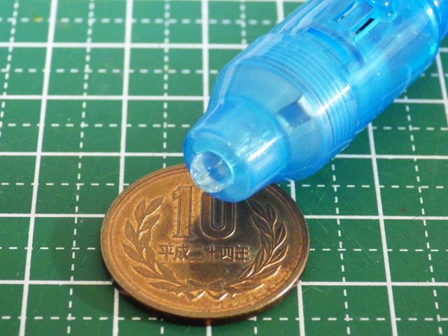 100円ショップのUVライトでUVレジン液を硬化させる