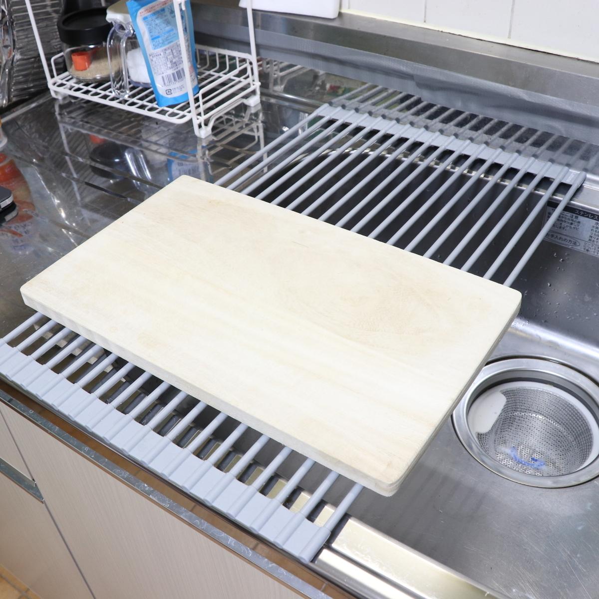 まな板を置いて食材を切ったりできる