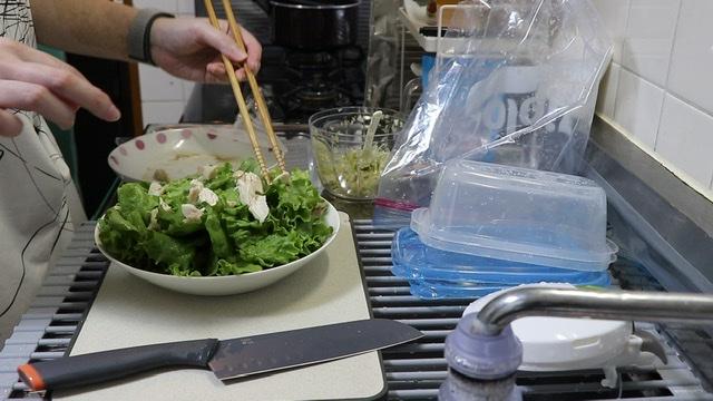 レタスとささみのねぎ塩サラダ
