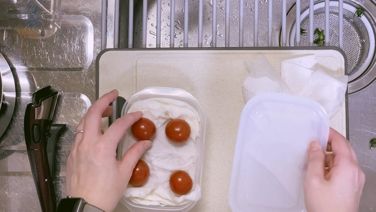 ミニトマトは濡れたキッチンペーパーで保存