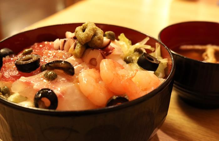 海鮮オリーブ丼がヤミツキになる!「人...