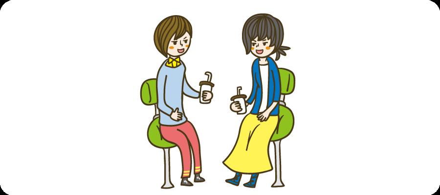 飲み物を飲みながら話をする二人の女性