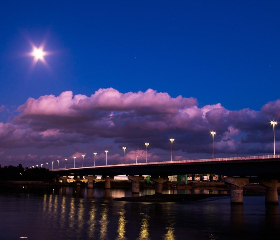 夜の湘南大橋