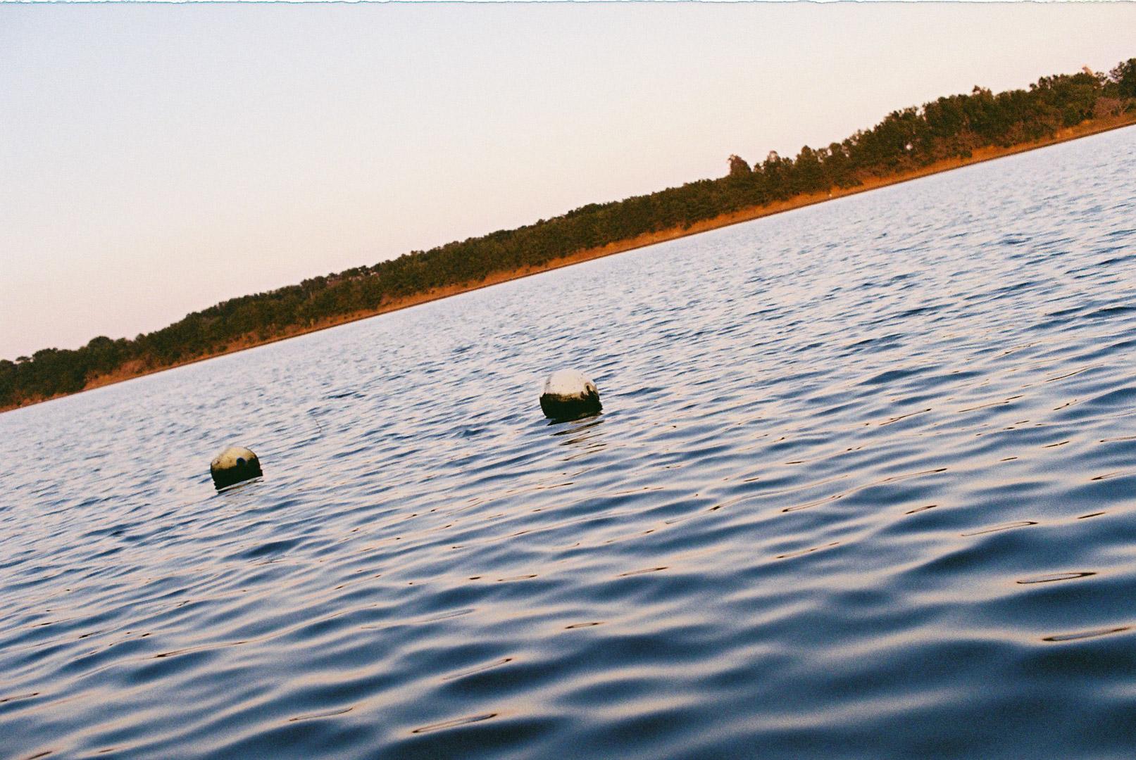 夕暮れの水面
