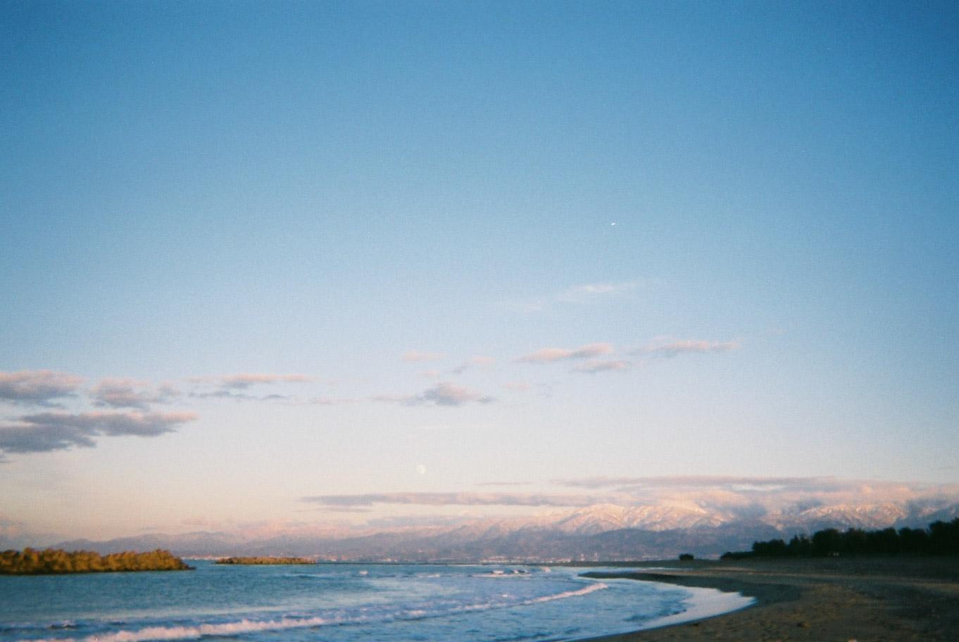 岩瀬浜海水浴場から立山連峰を望む