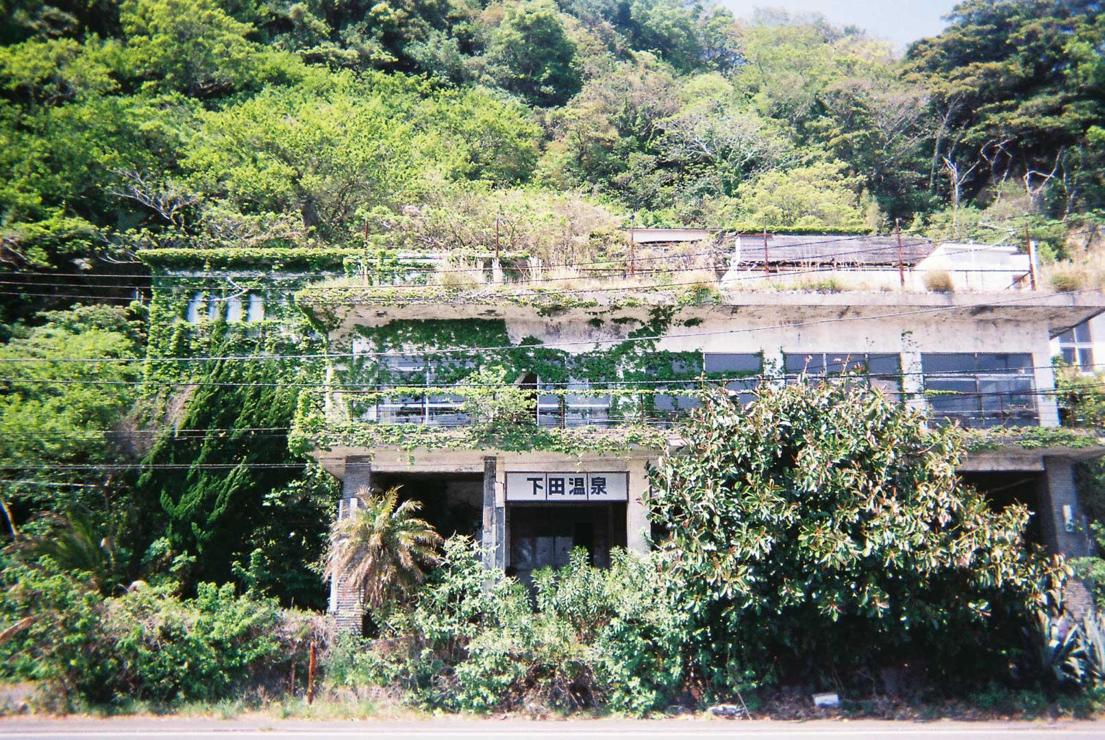 伊豆下田で巨大な廃墟ホテルを撮りました