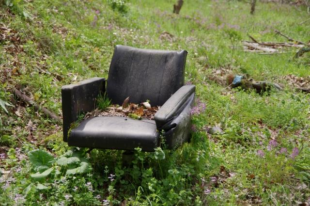 打ち捨てられた椅子