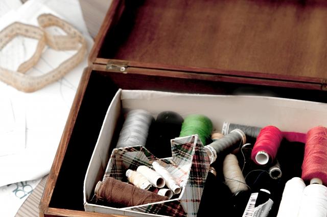 木箱の中に沢山の糸
