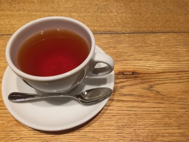 紅茶の入ったカップ