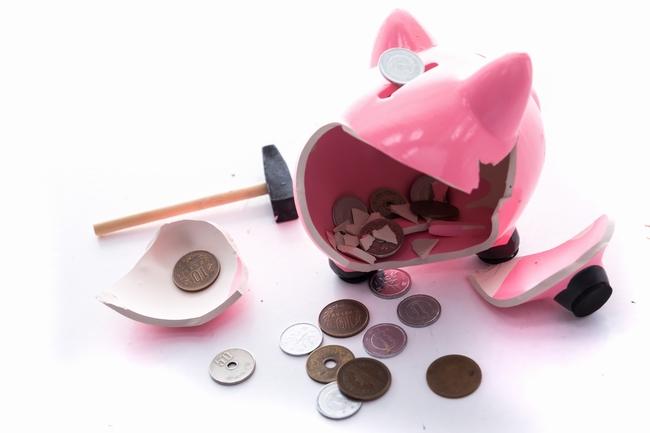 ブタの貯金箱、割ったら小銭